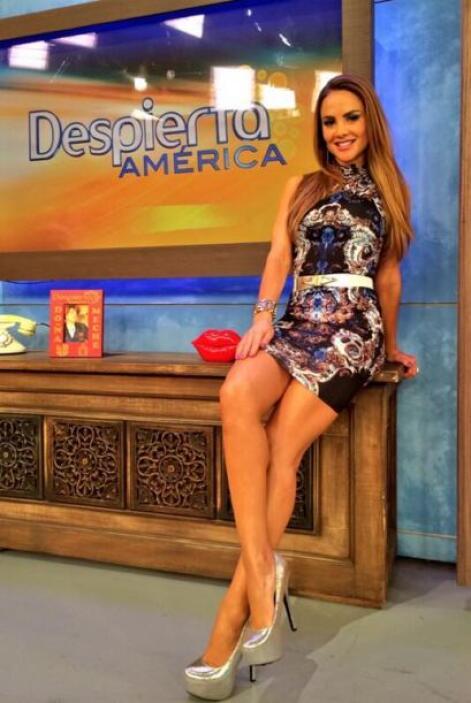 """""""Una fotico del look de hoy en @DespiertaAmeric LOS QUIERO Y FELIZ DIA"""",..."""