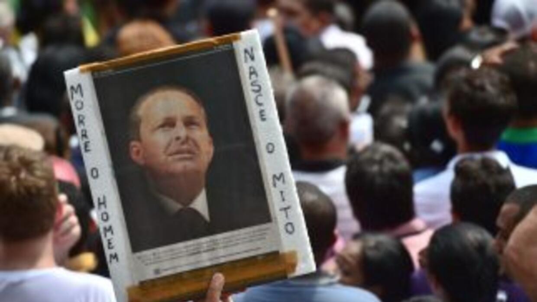 Miles de personas prestaron el domingo en Recife los últimos homenajes a...