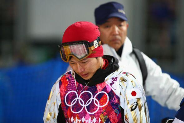 El japonés Nobuyuki Nishi muestra su tristeza tras ser eliminado...