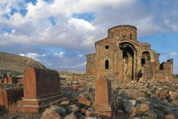 Armenia: - Facilidad de hacer negocios (puesto): 32 - Número de p...