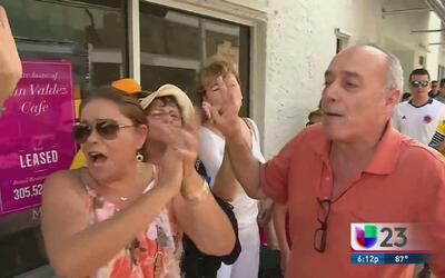 Colombianos en contra de los acuerdos de paz celebran el resultado del p...