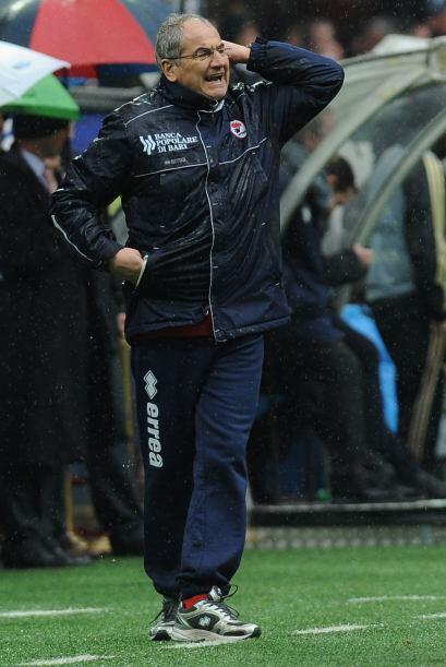 El entrenador del Bari, Bortolo Mutti, estaba frustrado al enterarse que...