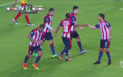Con un polémico penal Néstor Calderón le dio el triunfo a Chivas sobre M...