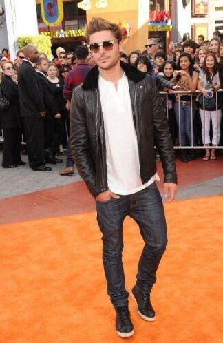 ¡Y no por eso luce mal! Los 'jeans' ajustados, el cuero y ese nuevo 'loo...