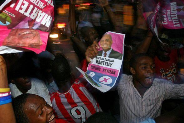 Sus partidarios festejaron en las calles de Haití después del anuncio de...
