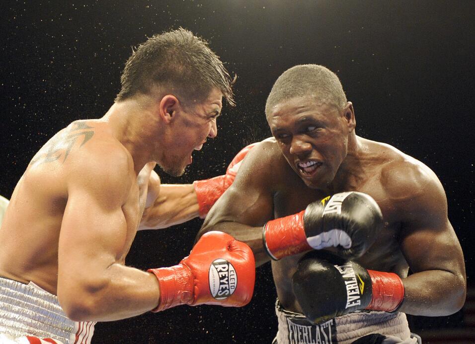Floyd Mayweather Jr. confirmó rumores y peleará con Andre Berto AP_11041...