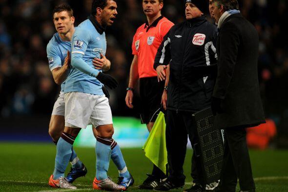 El DT Mancini decidió reemplazar a Carlos Tévez y el argentino se enojó....