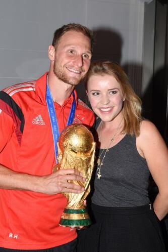 Benedikt Howedes y su novia Lisa Wesseler.