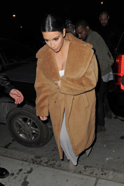 Con ese abrigo seguro que no pasó frío. Mira aquí los videos más chismosos.