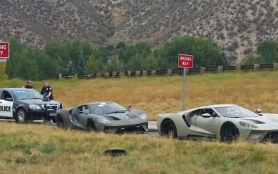Dos prototipos de Ford GT detenidos por patrulleros de caminos del estad...