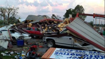 Imagen de la devastación dejada por el tornado que pasó es...
