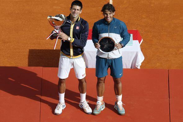 Para iniciar su carrera hacia Roland Garros, en abril Djokovic se impuso...