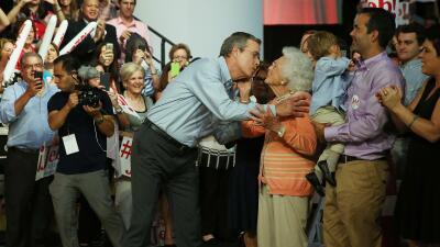 """Jeb Bush """"parece ser"""" el candidato indicado, dice su mamá en nuevo video..."""