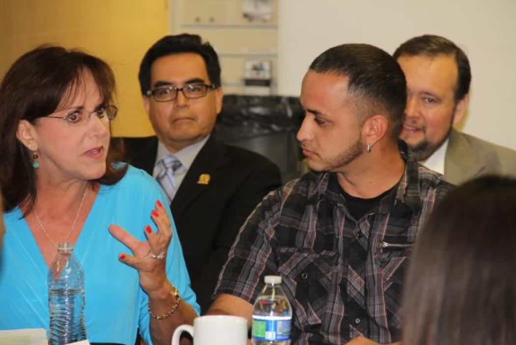 Julie Rosen de Chicanos por la Causa aconseja a los padres que no sólo l...