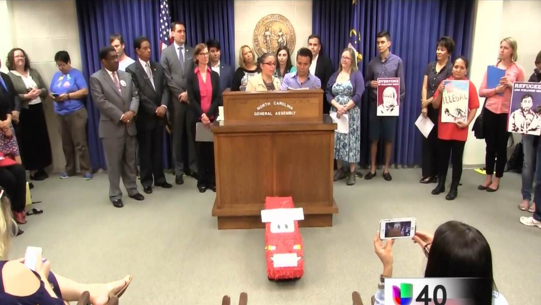 Organizaciones civiles conmemoran el Día del Inmigrante en la Asamblea g...