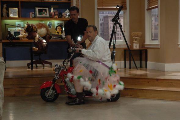 Pero eso no era todo, pues el Gordo se dispuso a dar un paseo en motocic...
