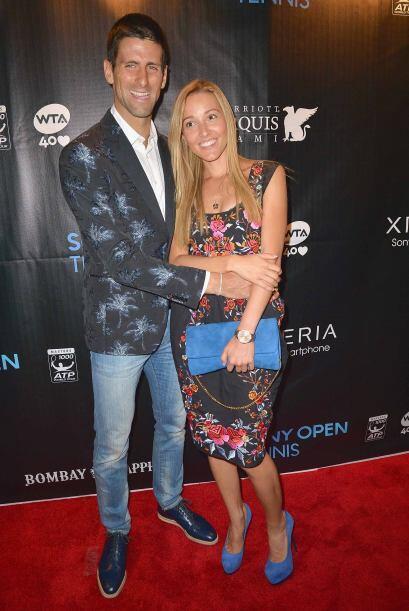 Otro serbio, el número uno del mundo Novak Djokovic con su novia.