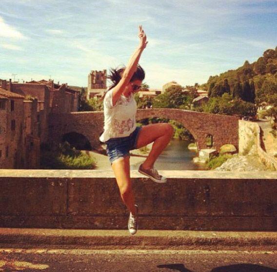 """""""Salto especial #Lagrasse #Europa #Vacaciones #jumping #feliz"""", comparti..."""