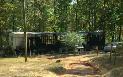 Cuatro niñas y dos adultos fallecieron en incendio en el condado de Chat...