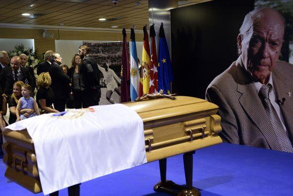 Sergio Ramos, defensor del Real Madrid, también acudió a dar condolencias.