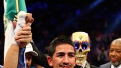 Leo Santa Cruz conquistó el tñitulo Súper Gallo CMB.