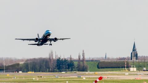 Este es el primer vuelo que sale del aeropuerto de la capital belga desd...