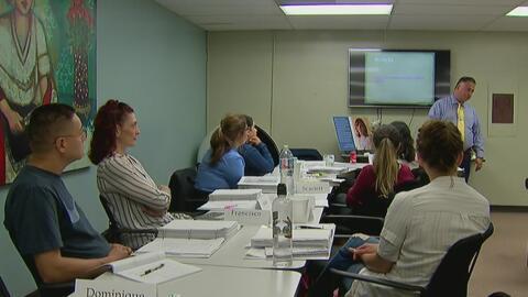 Centro de Mujeres del este de Los Ángeles ofrece capacitación para ayuda...