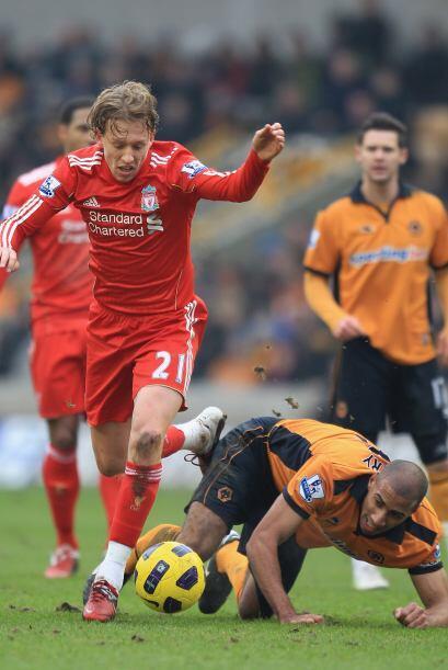 A partir de allí hubo dominio del Liverpool. El brasileño Lucas manejó l...