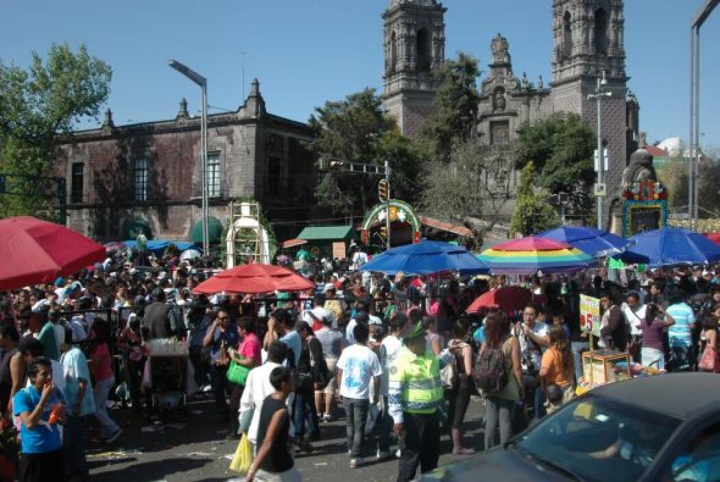 En el Templo de San Hipólito ubicado en Reforma y Av. Hidalgo el flujo d...