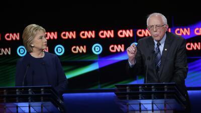 Así fue el debate demócrata entre Clinton y Sanders desde Flint, Michiga...
