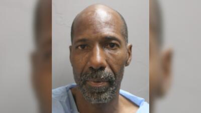 Russell Cormier, de 53 años de edad, fue detenido la madrugada de este v...