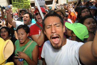 Las duras normas antiinmigrantes, como la de Arizona, han sacado a la ca...