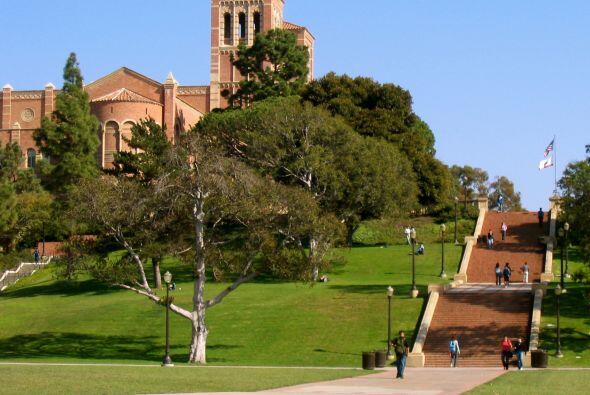 University of California: Los Angeles (UCLA) - Número de Estudian...