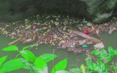 Brigada ciudadana saca miles de libras de basura del Charco Azul en Vega...