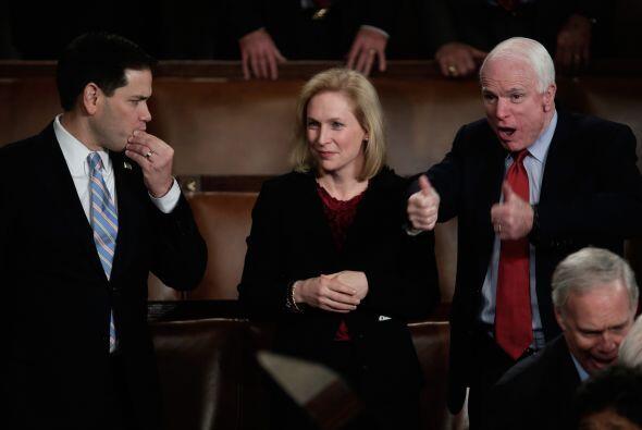 El senador Marco Rubio, el senador Kristen Gillibrand y John McCain espe...