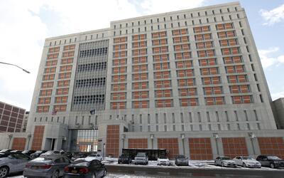 Tres oficiales del Centro de Detención Metropolitano de Brooklyn,...