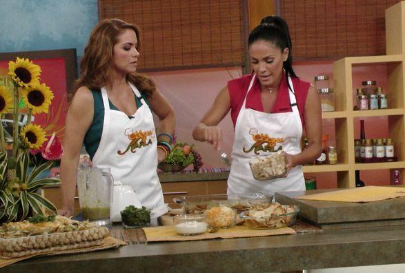 Lucero puso mucha atención en la receta, seguro también la preparará en...