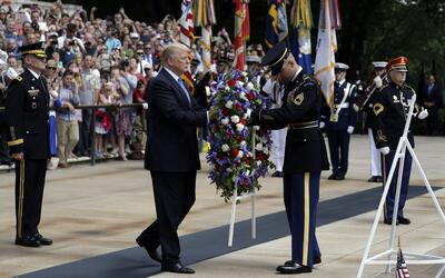 Trump en la tumba del soldado desconocido