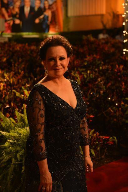 La nominada al Oscar, Adriana Barraza también arribó a la...