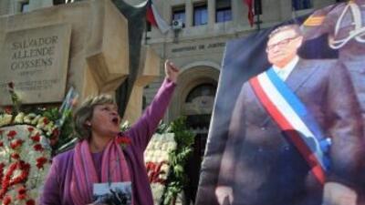 La familia del ex presidente Salvador Allende pidió la exhumación de sus...