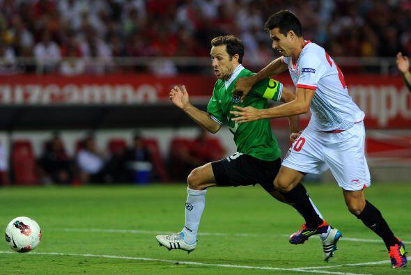 Otro duelo similar fue el del Sevilla que recibía al  Hannover.
