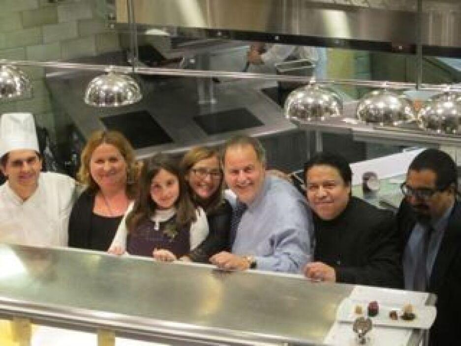 También ha acompañado a su padre a los restaurantes más legendarios del...