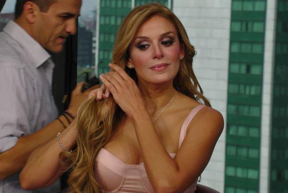 La cubana llegó desde que comenzó el show y estuvo lista para poder cont...