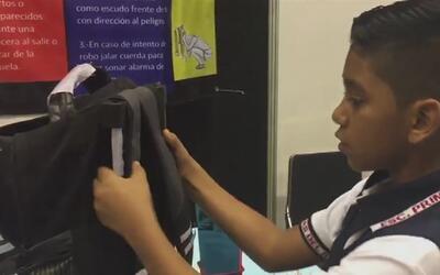 Por temor a la violencia, un niño mexicano de 11 años creó una mochila a...