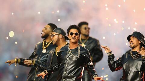 Bruno Mars en el show de medio tiempo del Superbowl 2016