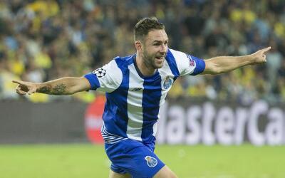 Miguel Layún será jugador del Oporto.