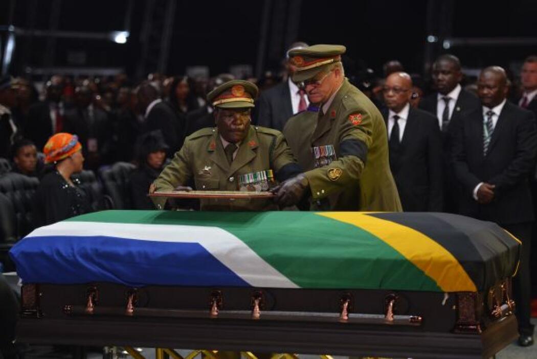 El funeral de Estado por Nelson Mandela terminó este domingo a las 11:50...