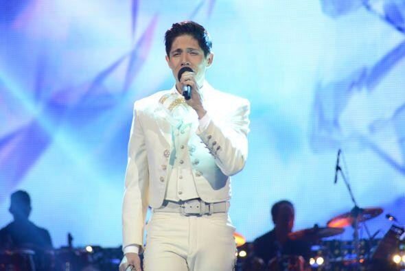 "Fernando cantó ""Gema"" de Vicente Fernández."