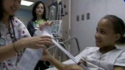 Enfermera cuidando a su paciente