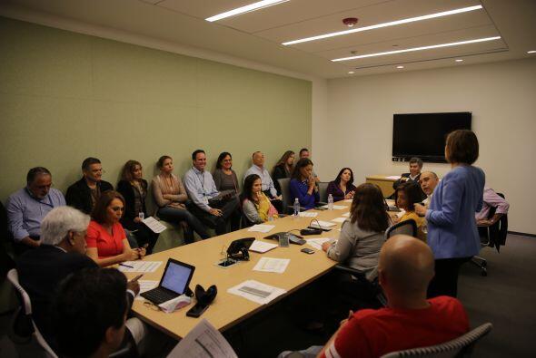 El equipo de Noticias Univision, durante su reunión editorial de...